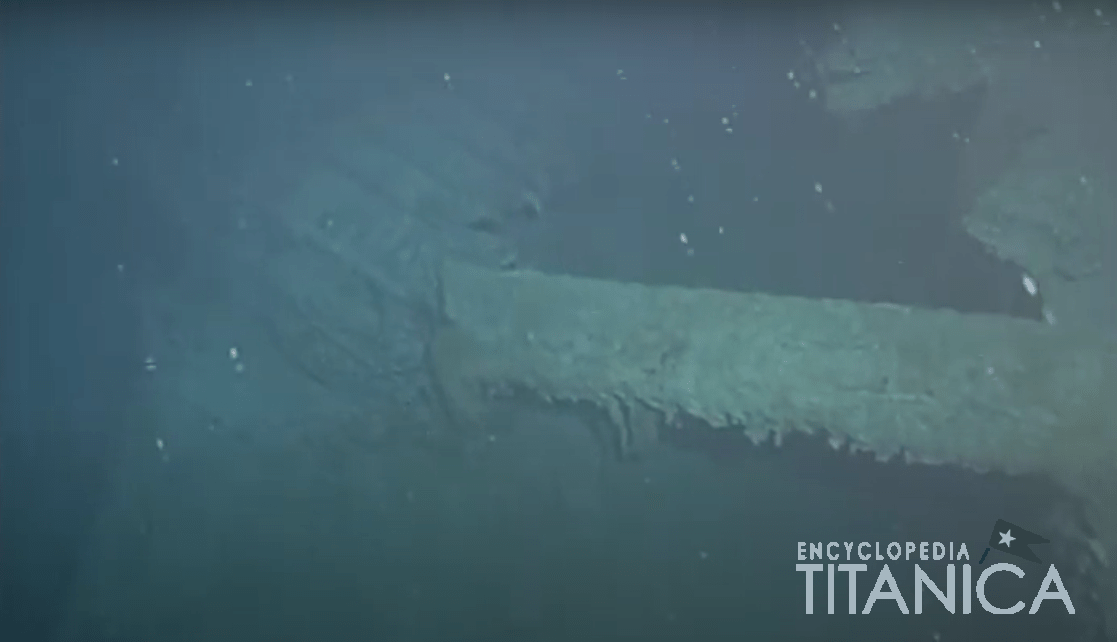 Port side fallen mast and hull.PNG