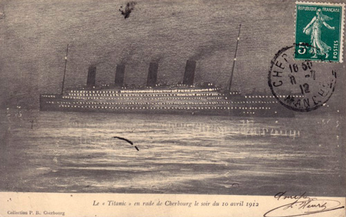 RMS Titanic at night : Postcard