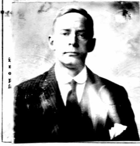 Robert W. Daniel passport picture 1916