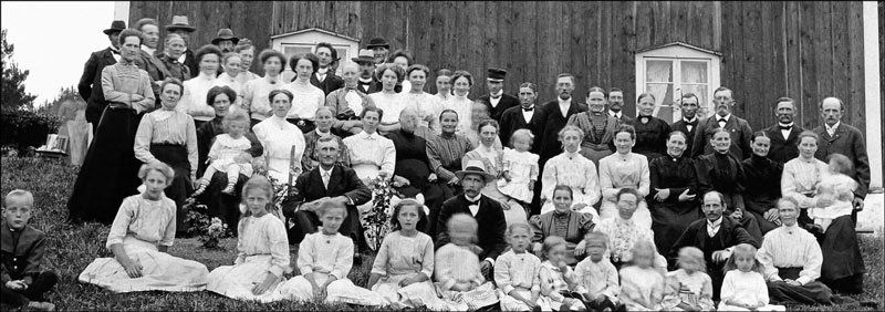 Anders Andersson, Anna Nysten and Ernst Danbom with family and friends, 5 April 1912