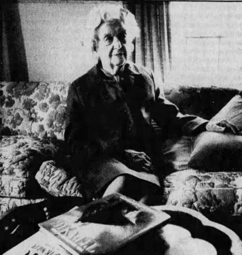 Marjorie Newell Robb in 1988 shown with Titanic books