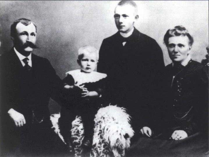 Knud Paust Rommetvedt and family