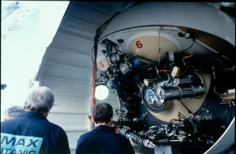 Checking the MIR submersible
