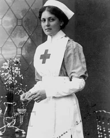 Violet Jessop in her Voluntary Aid Detachment uniform